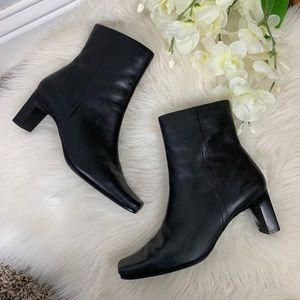 Jennifer Moore Black Leather Booties Size 7
